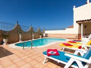 Fabulous 4 Bedroom Villa. Wonderful Views. Private Heated Pool  VM9069794