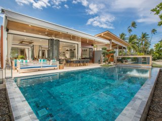 Luxury Villa Suma by PavanaVilla with private pool, beachfront, chef