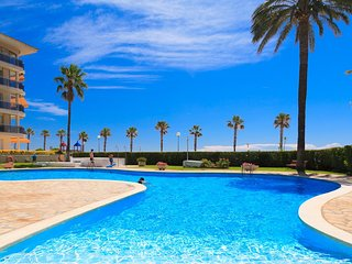 LOS FLAMENCOS 303:Nice beach front apartment in a seafront complex with big pool
