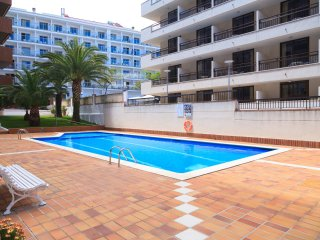 UHC CASALMAR 223: Lovely apartment situated in the middle of the center of Salou