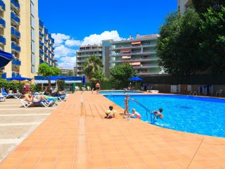 ALBORAN 300: Fantastic 1 bedroom apartment, overlooking the pool in Salou center