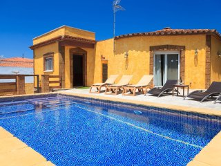 VILLA IBIZA 261: Cozy villa with private pool in the centre of Miami Playa !!