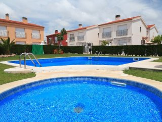 UHC CASA L'ESCALA 124:Splendid semi-detached house in a quiet residential area!