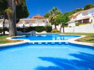 UHC CASAS BLANCAS 121: Nice beach apartment in a private residence, beachfront!