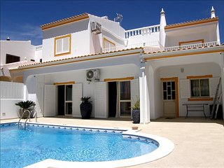 4 bedroom private villa in quiet residential cul de sac walking distance to town