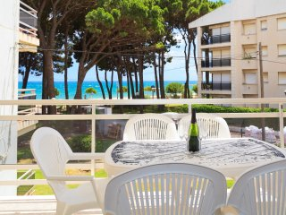 LOS PINOS 264: Apartment with fantastic sea views, right on the Cambrils beach!