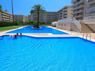 AQUAMARINA 186: Nice apartment in the center of La Pineda, close to the beach!!