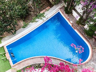 Casa Vilaro ,12 pers. grupos y familias piscina un oasis en la ciudad