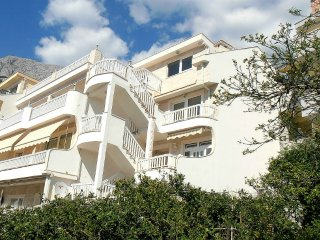 * Villa Bonaca - holiday apartment - Baska Voda