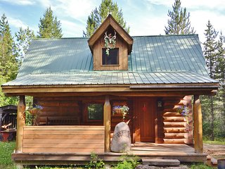 Violet Cabin - An off-grid ski cabin minutes from the Larch Hills ski trails