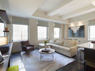 A MAJESTIC 2BR LOFT AT 32ND STREET WITH POOL-W&D