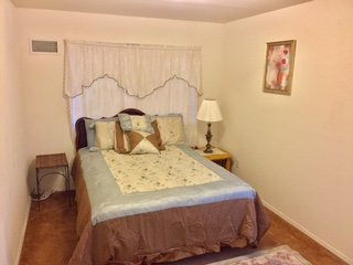 Furnished & Private 1 bedroom Near JFK NYC Airport, aluguéis de temporada em Bellmore