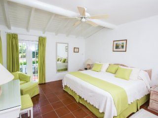 Glitter Bay 202 - Relaxed Beachfront Apartment