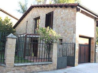 Chalet con 4 habitaciones, 2 baños, 9 plazas, jardín 500 m/2