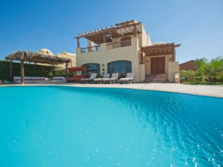 Waterfront 4 Bedrooms Villa in El Gouna with Pool
