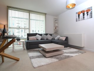 Carnegie House - Modern, stylish city centre apartment