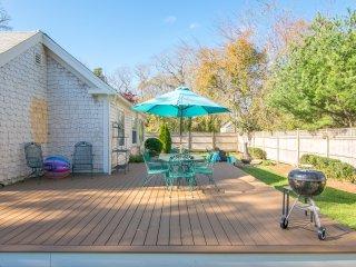#508: Beautiful & spacious farmhouse w/ amazing outdoor space 2 min to beach!