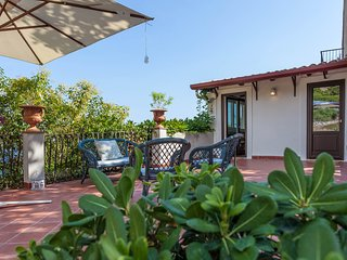Villa Simonetta - Cosy house in the green on the Taormina seafront
