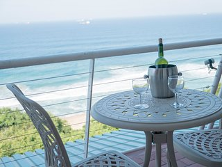 UMDLOTI ROMANTIC MAGNIFICENT SEA VIEW APARTMENT