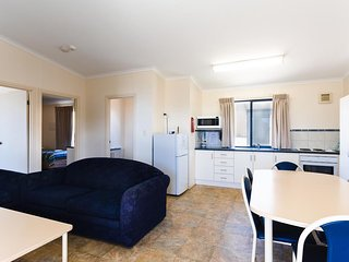 Port Lincoln Tourist Park - Executive Cabin