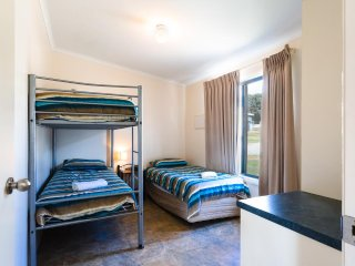 Port Lincoln Tourist Park - Holiday Unit
