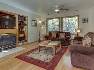 Family-friendly Sunriver home w/ private hot tub, SHARC access, & large decks!