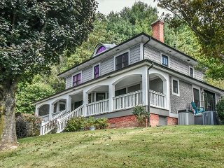Cane Creek Farmhouse of Asheville |Private Estate | Fully Renovated Farmhouse
