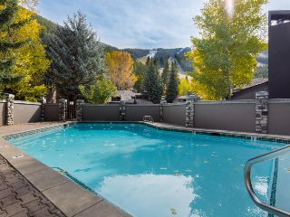 Mountainview condo w/ ski-in/out location, shared pool and hot tub!