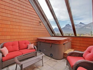Your penthouse in the Rockies with Private hot tub