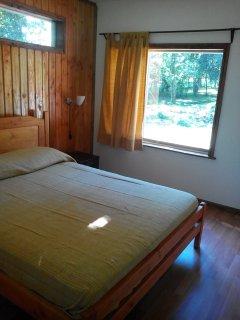 Desde el dormitorio  matrimionial se aprecian lo hualles y el canto del chucao.