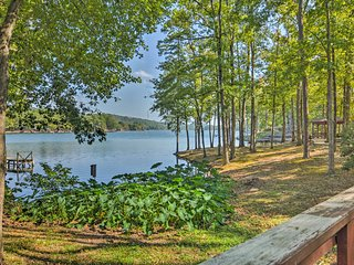 Private Lakefront Townhome in Hot Springs Village