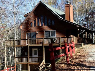 DEERWOODS-SPACIOUS LOG HOME W/WIFI, HOT TUB & FOOSBALL-AVAILABLE EASTER 2018!