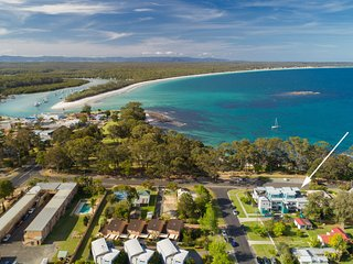 Bayview on Bowen - Pay for 2, Stay for 3 + 4pm Check Out Sundays