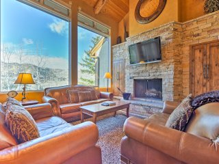 New! Luxury 4BR+Den Townhome - Walk to Ski Resort!