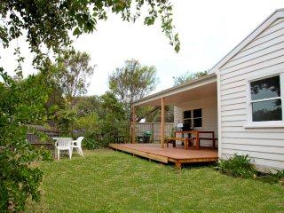 Sorrento Beach Cottages #1: walk to village