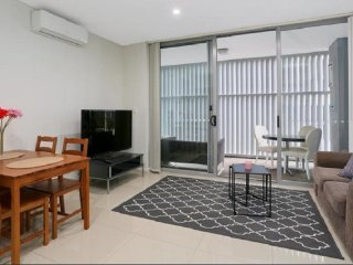 Parramatta Apartment - Opposite Parramatta Westfield and Train