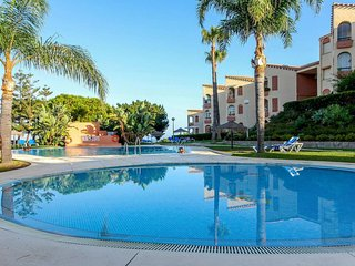 Modern 3BR Townhouse in Club la Costa