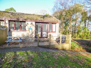 STARFISH REST, open plan living, surrounding woodland, Penwith Heritage Coast