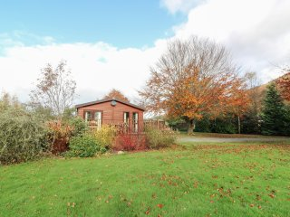 FERRY LODGE, open plan living, en-suite, Builth Wells 4.5 miles, Ref 967360