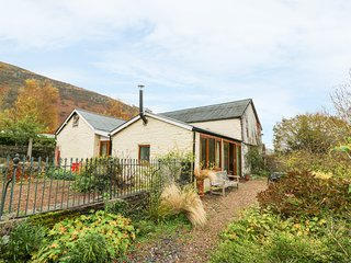 THE CIDERMILL, barn conversion, river views, open plan living, Ref 967359