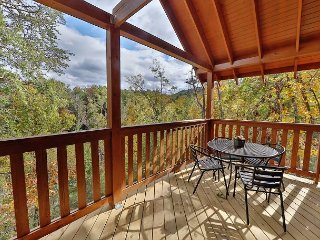 New 2BR Cabin w/ Hot Tub, Theater Room, Pool Table & Decks – Near Dollywood