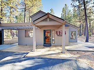 3BR Black Butte Ranch Home w/ Game Room, Bikes, Canoe, Pool & Hot Tub