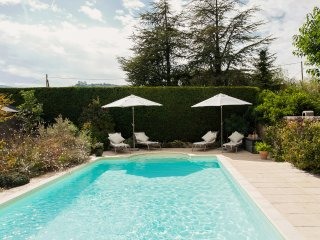 Pretty 4 star, 2 bedroom gite stunning views, Bonnieux