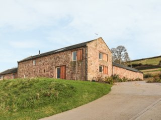 SLACKS BARN, stone barn conversion, stunning views, underfloor heating, stove, W