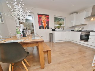 Luxury Bungalow, Off street parking, All Mod Cons, L5 taxi to Centre of Bath.