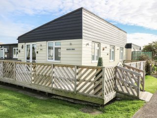 26D BEACH VIEW, semi-detached chalet, shared on-site facilities with outdoor hea