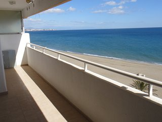 On the beach, 2 bedroom apartment in Fuengirola