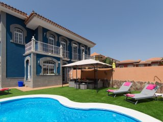Fabulous 3 Bedroom Villa. Private Heated Pool. Air Conditioning.  COR9064722