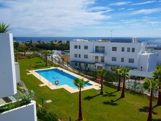 NEW 2 BED 2 BATH FRONTLINE GOLF APT. SUPERB VIEWS. POOL. TERAZZAS DE MARBELLA