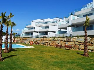 Las Terrazas de Marbella 4 bed apt. Sea Views. Pool, Nr great beach 6 guests max